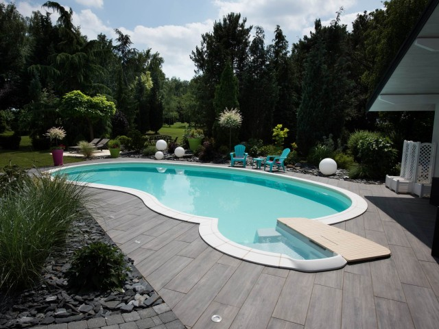 Equipamento para piscinas: Como personalizar a sua piscina para o máximo conforto?