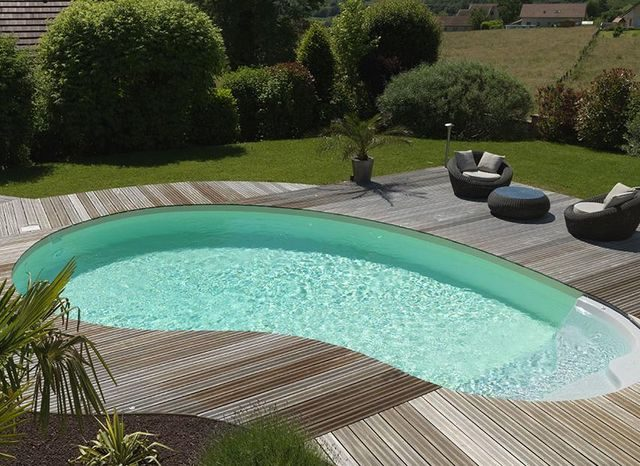 Água da piscina verde? Saiba como tratá-la!