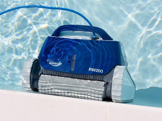 Aspirador de piscina: o melhor aliado para a manutenção de outono