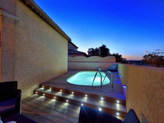 Quer construir uma piscina no terraço? Saiba o que tem de decidir!